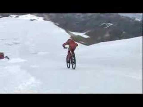 Milagro, a 210 Km/h en una bicicleta sin darse una hostia