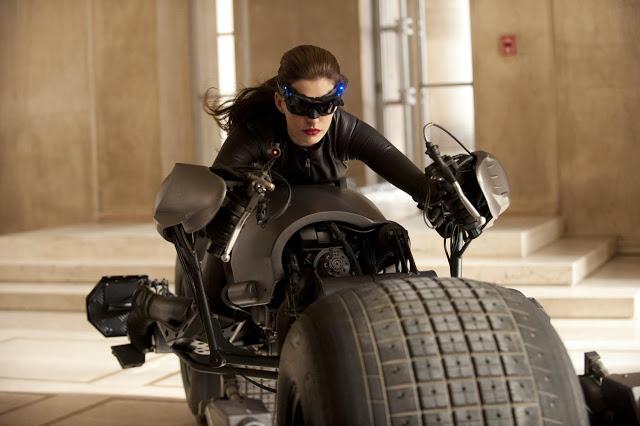 La primera imagen de Anne Hathaway como Selina Kyle (Catwoman) en El caballero oscuro: la leyenda renace (The Dark Knight rises) al menos mejora a la última Catwoman vista en cine